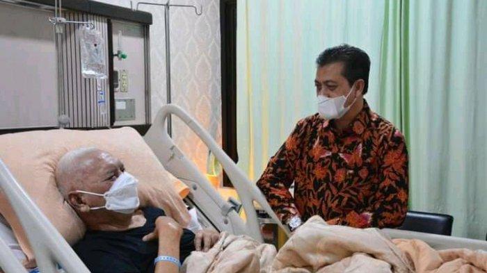 Jenguk Awang Faroek Ishak, Wagub Hadi Mulyadi: Hasil Pemeriksaan Dokter Semua Baik