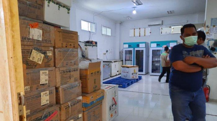 BREAKING NEWS 7.680 Botol Vaksin Sinovac Tiba, Disimpan di Gudang Pendingin yang Dijaga Ketat Brimob