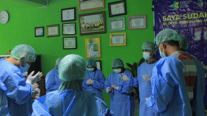 """Kegiatan vaksinasi Covid-19 yang dilaksanakan di Madrasah Tsanawiyah (MTs) Negeri 1 Balikpapan mengambil tema """"Vaksin Memutus Mata Rantai Covid-19"""