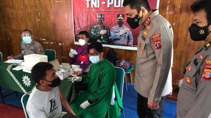 Polres Gandeng IMM dan Komunitas Ngapak Bagikan 500 Dosis Vaksin buat Warga Berau