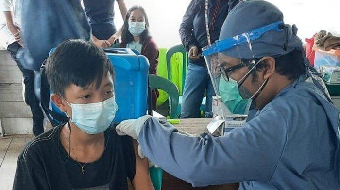Petugas Medis Datang ke Kampung-kampung, Mendorong Warga Mook Manaar Bulant untuk Vaksinasi Covid-19