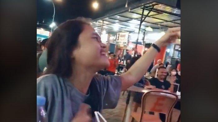 VIRAL! Ditonton 25 Juta Kali, Video Gadis Muda Sangat Menghayati Nyanyikan 'Kejarlah Selingkuhanmu'