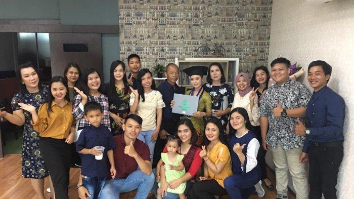 Anak Petani dari Hulu Sungai Mahakam Jadi Sarjana, Ini Kebahagiaan Vinda Usai Wisuda di Unmul