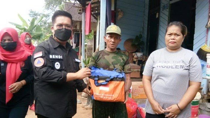 Wabup Tinjau Lokasi Banjir dan Longsor Purwajaya, Serahkan Bantuan Logistik untuk Warga Terdampak