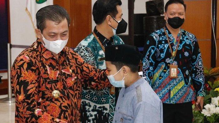 Tanggung Jawab Bersama, Wagub Serahkan Santunan untuk Anak Yatim Piatu di Kukar
