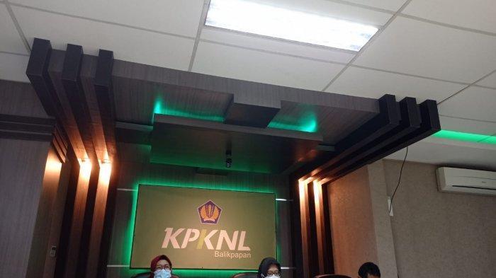 Kepala Kanwil DJKN Kaltimtara, Kusumawardhani (tengah) dalam temu media, Senin (22/3/2021).