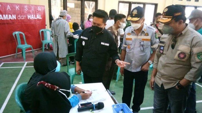 Tinjau Vaksinasi Covid-19 Massal di Desa Purwajaya, Wabup Apresiasi Antusiasme Warga