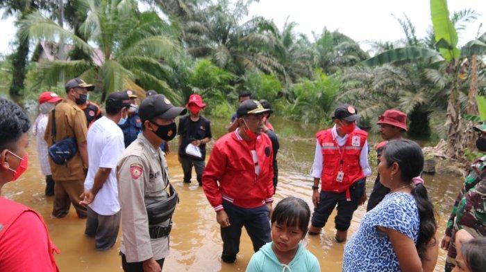 Wakil Bupati PPU Tinjau Banjir di Desa Sumber Sari Babulu, Hamdam: Kami Turut Prihatin
