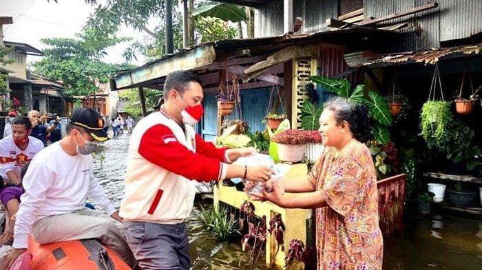 Seno Aji Bantu Warga Terdampak Banjir, Bawa Ribuan Makanan Siap Saji, Vitamin dan Obat-obatan