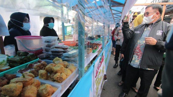 Pimpin Sidak Pasar Ramadhan di Balikpapan, Walikota Rizal Effendi Ambil 18 Sampel Makanan