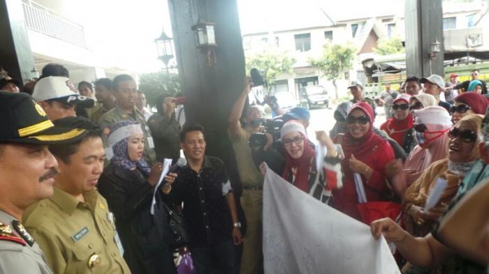 Mau Pulang Kantor, Walikota Banjarmasin Dicegat Pedagang Pasar