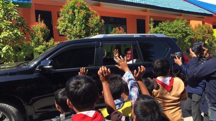Resmikan Perpustakaan dan Ruang Belajar, Walikota Bontang Neni Moerniaeni Disambut Meriah Murid SD