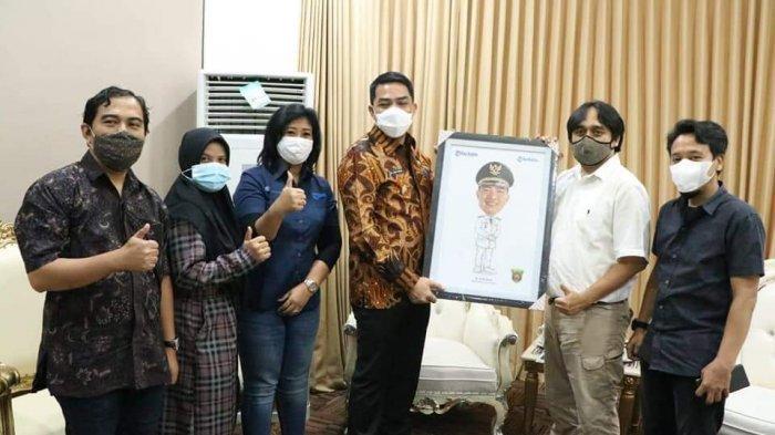 Walikota Samarinda Andi Harun Bahas Relokasi TPS di Pinggir Jalan Bareng Manajemen Tribun Kaltim