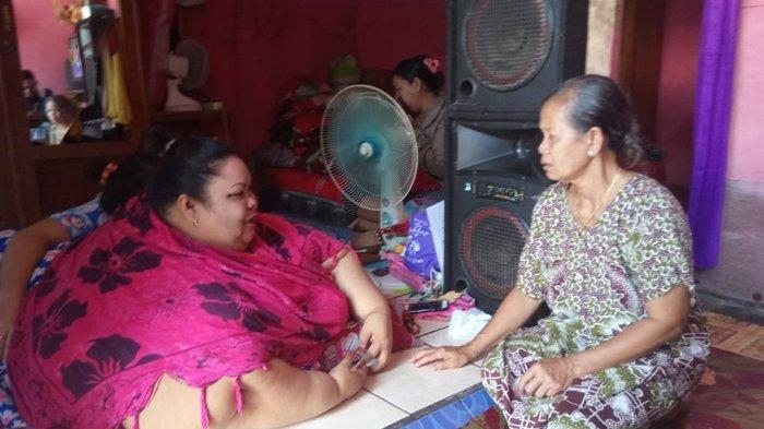 REKAMAN LENSA Titi Wati, Wanita Asal Kalimantan Tengah Berbobot 350 Kg, 'Suami Tetap Setia'