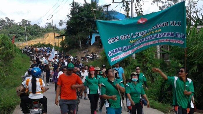 Ratusan Warga Jalan Kaki Susuri Poros Ujoh Bilang Mahulu, Peringati Hari Kesehatan Nasional