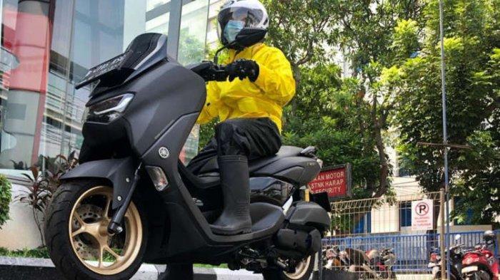 Yamaha Beri Tips Aman Berkendara Sepeda Motor saat Musim Hujan