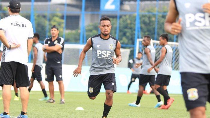 Libur Kompetisi Liga 2, Pemain Persiba Balikpapan Yudhistira Mambrasar Jaga Kebugaran di Tempat Gym