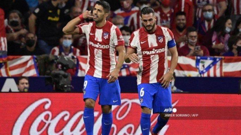 pemain-depan-atletico-madrid-uruguay-luis-suarez-kiri-merayakan-dengan-gelandang-atletico-madrid.jpg