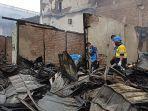 17-bangunan-rumah-terbakar.jpg