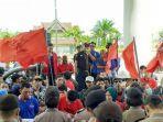 aksi-mahasiswa-dan-buruh-menolak-omnibus-law-di-gedung-dprd-kutim.jpg