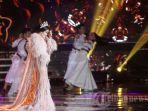 aksi-panggung-penyanyi-syahrini-saat-tampil-pada-malam-perayaan-hut-ke-27-sctv.jpg