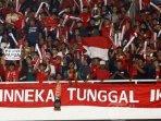 aksi-suporter-timnas-indonesia-saat-kontra-malaysia-22112019.jpg
