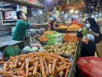 aktivitas-warga-belanja-sayuran-di-pasar-segiri-jalan-pahlawan.jpg