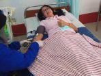 ana-sri-ekaningsih-mendonorkan-darah-belum-lama-ini-di-markas-pmi-kota-tarakan.jpg