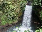 anak-agung-seri-kusniarti-gana-waterfall-di-pejeng-tampaksiring-gianyar-bali.jpg