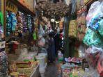 aneka-barang-kebutuhan-pokok-tersedia-disejumlah-pasar-tradisional-di-kalimantan-timur.jpg