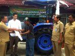 anggota-dpr-ri-budisatrio-djiwandono-beri-bantuan-lima-traktor-untuk-petani-di-paser_20171219_132209.jpg