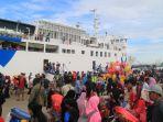 arus-balik-penumpang-di-pelabuhan-samarinda_20180621_123602.jpg