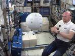 astronot-ini-puji-kemampuan-robot-senilai-rp-85-miliar-ketika-bersama-di-luar-angkasa.jpg