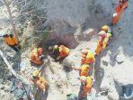 ayah-dan-dua-anaknya-ditemukan-jumlah-korban-jiwa-gempa-ntb-sebanyak-469-orang_20180817_205158.jpg