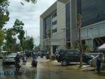 banjir-dekat-kantor-gubernur-kaltara_20180430_120522.jpg