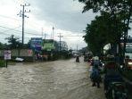 banjir-yang-terjadi-di-jalan-di-panjaitan_20180801_143031.jpg
