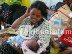 bayi-lahir-di-pengungsian-gafatar_20160219_211740.jpg
