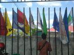 bendera-parpol-di-depan-kantor-kpu-kaltara.jpg