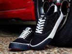 berhasil-menjual-puluhan-pasang-sepatu-merek-sepatu-half-footwear.jpg