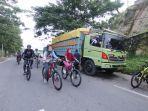 bersepeda-para-goweser-bersepeda-menempuh-jara-25-km-on-road-pada-peringatan-hut-yonif-611-awang-lon.jpg