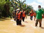 bupati-berau-sri-juniarsih-bersama-wakil-bupati-gamalis-meninjau-kondisi-banjir-di-wilayah-tumbit.jpg
