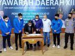 bupati-kutai-timur-ardiansyah-sulaiman-menandatangani-pakta-integritas-knpi-bersama-pemkab.jpg