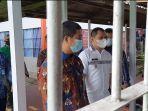 bupati-paser-dr-fahmi-fadli-baju-putih-didampingi-kepala-rumah-tahanan-karutan.jpg