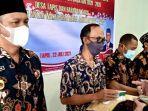 bupati-paser-dr-fahmi-fadli-menyerahkan-kartu-bpjs-kesehatan-untuk-warga-desa-tapis.jpg