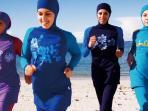 burkini-pakaian-renang-muslimah_20160824_181854.jpg