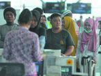calon-penumpang-bandara-sams_20180712_114956.jpg