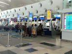 calon-penumpang-pesawat-lion-air-melakukan-check-in-di-bandara-kualanamu-jumat-2442020.jpg