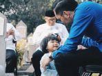 cucu-ani-yudhoyono-rindukan-memo-putri-aliya-rajasa-dan-ibas-tempelkan-wajahnya-ke-makam-sang-nenek.jpg