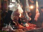 daging-sapi-potong-yang-dijual-di-pasar-induk-petung-kecamatan-penajam-untuk-dikomsumsi-masyarakat.jpg
