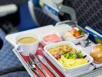 dailymailcouk-ilustrasi-nampan-makanan-di-pesawat.jpg